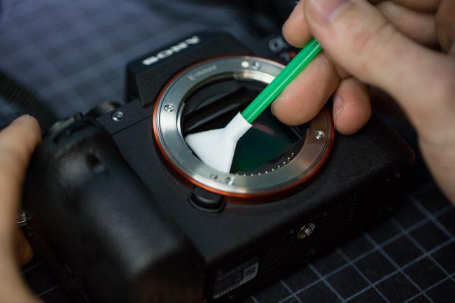 how to clean camera sensor mirrorless